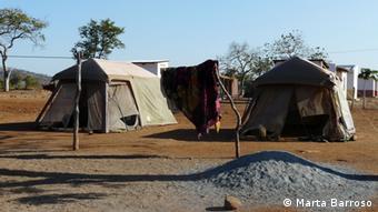 Durante a reabilitação das suas casas, os habitantes de Cateme deverão instalar-se em tendas como estas