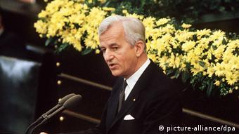 8 мая было днем освобождения, - заявил Рихард фон Вайцзеккер 8 мая 1985 года