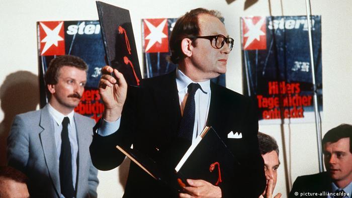 Герд Хайдеман представляет на пресс-конференции номер журнала Stern с опубликованными ''дневниками Гитлера''