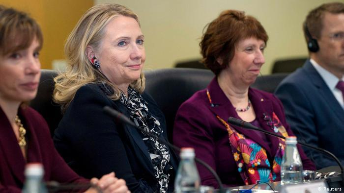 Clinton und Ashton in Kosovo