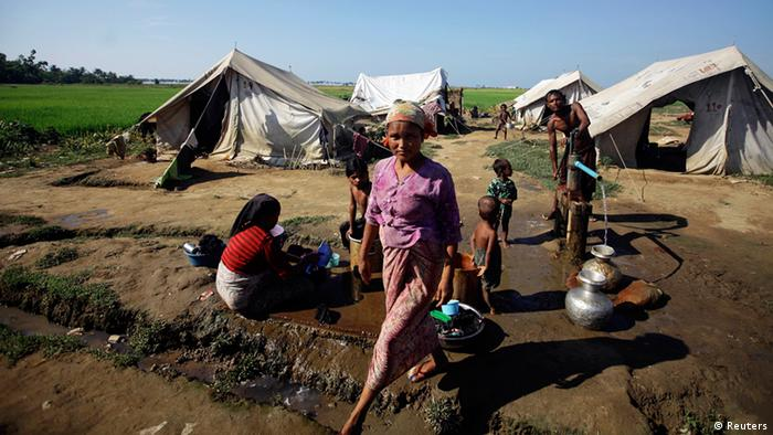 People collect water at a refugee camp for Muslims displaced by violence earlier this year outside Sittwe (Photo: REUTERS/Soe Zeya Tun)