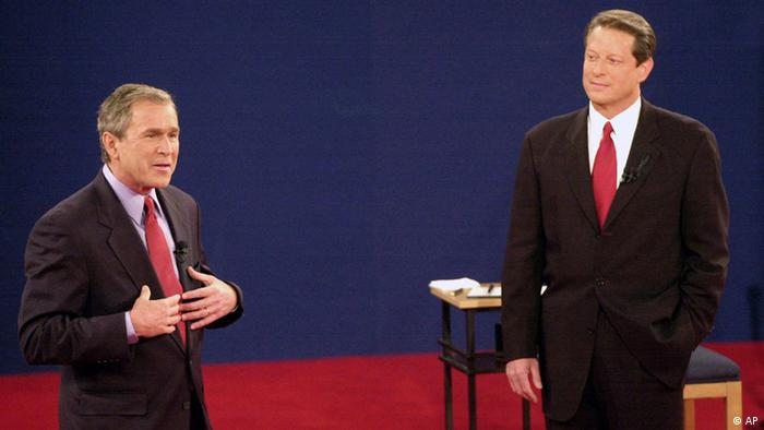 En el año 2000: el republicano George W. Bush (l) y el demócrata Al Gore eran los candidatos entonces.