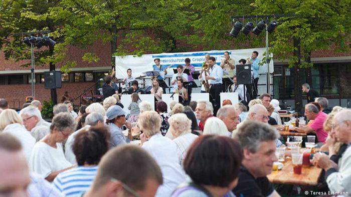 Ao ar livre concerto no Lipschitzplatz em Gropiusstadt (Foto: Teresa Eismann)
