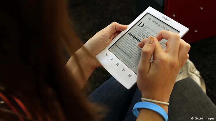 A young girl looks at a Sony e-book. (Photo: Hannelore Foerster/Getty Images)