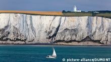 Großbritannien Landschaft Weiße Klippen bei Dover und Leuchtturm