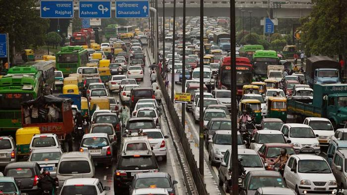 Heavy road traffic in New Delhi