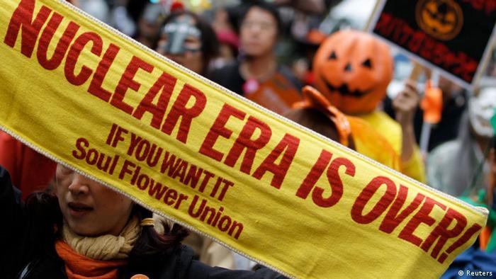 Demo gegen Atomkraft in Japan (Foto: Reuters).