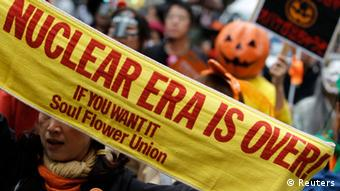 Anti-nuclear protesters dressed in Halloween costumes take part in a demonstration in Tokyo October 28, 2012. (Photo: REUTERS/Yuriko Nakao)