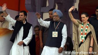 Indian Prime Minister Manmohan Singh and other Congress party leaders (Photo: EPA/HARISH TYAGI, dpa)