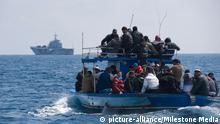 Symbolbild afrikanische Flüchtlinge im Mittelmeer