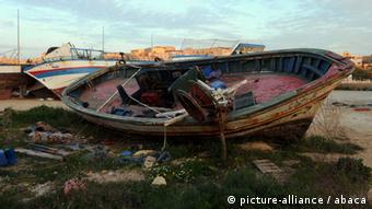 Ein gestrandetes Flüchtlingsboot auf Lampedusa (Foto: AFP)
