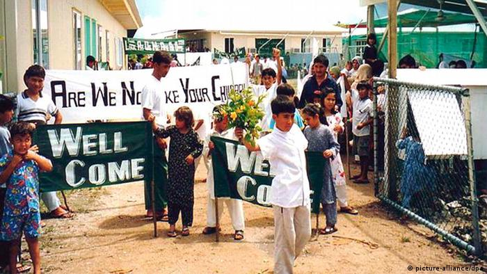 A handout picture dated 10 December 2003 shows refugees in the refugee camp on the Island of Nauru. A planeload of Sri Lankan asylum- seekers arriving in Brisbane on 08 February 2008 from Australia's offshore immigration detention centre on the Pacific Island of Nauru signalled the end of the controversial 'Pacific Solution' to unwanted arrivals by sea. The 21 Sri Lankans, who will be settled in Australia, are the last occupants of the Nauru centre, which will now be closed permanently. Australia's other offshore centre, on Manus Island in Papua New Guinea, has already closed. EPA/RURAL AUSTRALIANS FOR REFUGEES - BEST QUALITY AVAILABLE - AUSTRALIA AND NEW ZEALAND OUT EDITORIAL USE ONLY +++(c) dpa - Report+++ pixel
