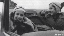 Historisches Bild von Ruth und Ellen Arons