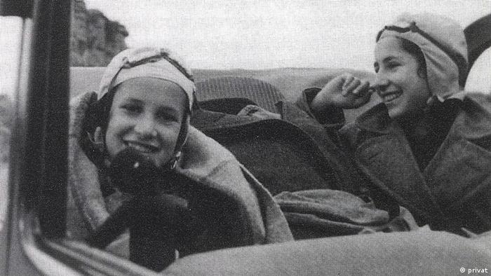 Historical picture of Ruth und Ellen Arons, in 1936 on the way from Berlin to Lisbon