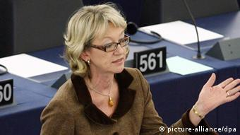 German deputy Jutta Haug member of the Progressive Alliance of Socialists and Democrats in the European Parliament, delivers a speech during the last Plenary Session at the European Parliament in Strasboug, France, 15 December 2009. EPA/CUGNOT MATHIEU +++(c) dpa - Bildfunk+++