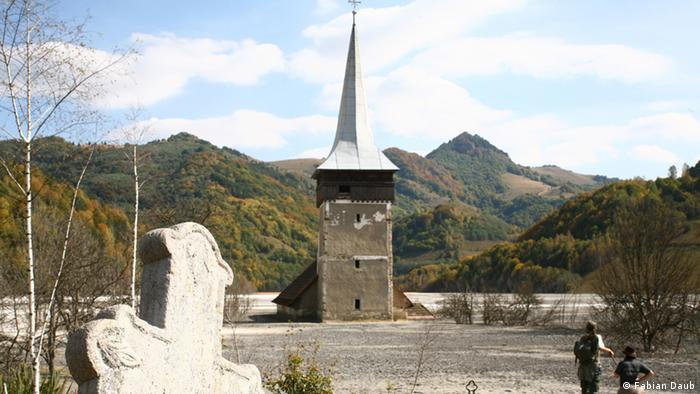 Church in the Rosia Montana village (Photo: DW/Robert Schwartz)