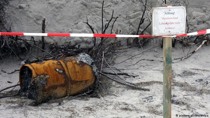 Wasserbombe am Strand auf Wangerooge Archivbild (picture-alliance/dpa)
