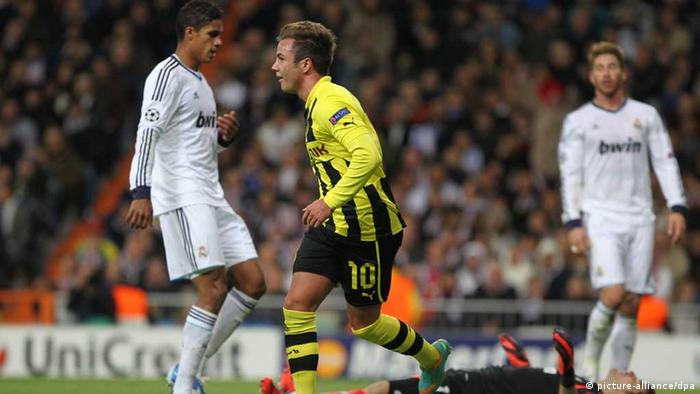 Dortmund's Mario Goetze (2-L) celebrates his 2-1 goal during the Champions League Group D soccer match between Real Madrid and Borussia Dortmund at the Santiago Bernabeu Stadium in Madrid, Spain, 6 November 2012. Photo: Fabian Stratenschulte/dp +++(c) dpa - Bildfunk+++