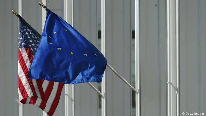Symbolbild Flaggen USA und EU (Getty Images)