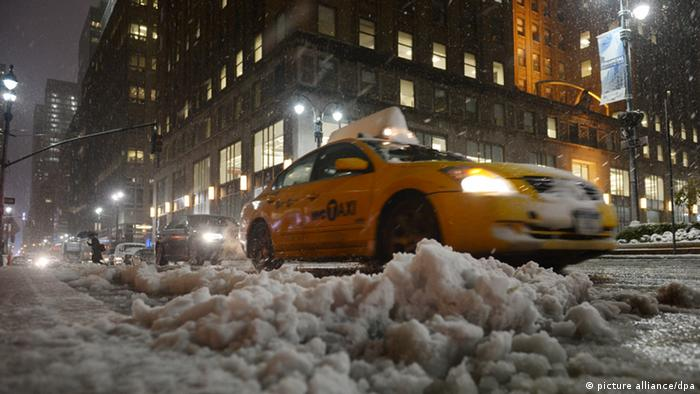 Nor'easter Athena blanketed New York City with snow Foto: Rainer Jensen/dpa