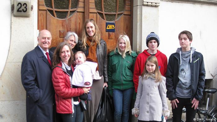 A família Burson (esq.) e os jovens patronos de Leipzig