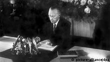Deutschland Geschichte Unterzeichnung Grundgesetz Adenauer in Bonn