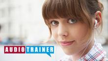 Sprachkurse Audiotrainer Banner Mädchen mit Kopfhörern