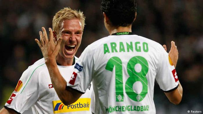 Borussia Monchengladbach's Mike Hanke (L) celebrates after scoring a goal against Olympique Marseille with teammate Juan Arango during their Europa League Group C soccer match at the Velodrome stadium Marseille November 8, 2012. REUTERS/Philippe Laurenson (FRANCE - Tags: SPORT SOCCER)