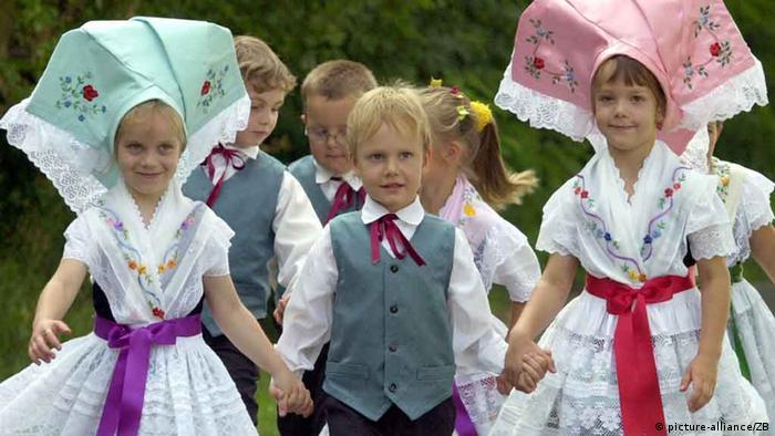 b1af7862be2b5 الأزياء الشعبية في ألمانيا