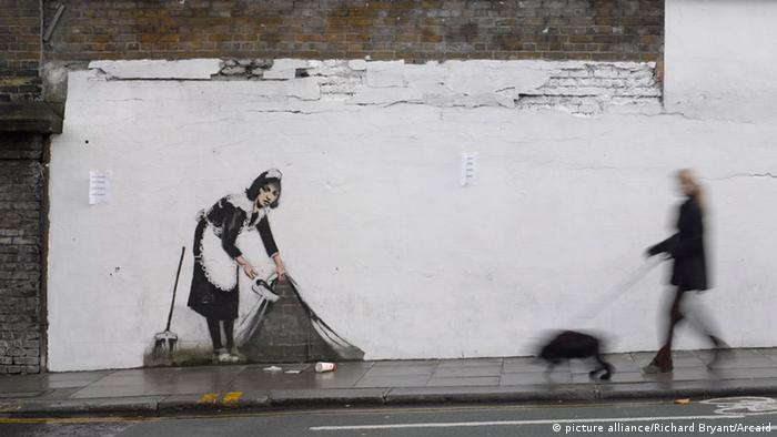"""Algunos de los trabajos del """"grafitero"""" británico Banksy han terminado cotizándose a altos precios en el mercado del arte."""