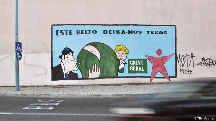 Satirisches Graffiti in Lissabon: Portugals Premier küsst Angela Merkel den Hintern (Foto: Wagner)