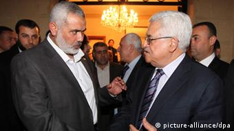 Palestinian President Mahmoud Abbas (R) shakes hands with Hamas leader Ismail Haniyeh (L) during a meeting between Fatah and Hamas in Cairo, Egypt (photo: EPA/MOHAMED HAMS dpa - Bildfunk+++)