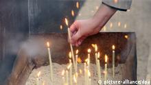 Deutschland Gedenktag Mauerfall in Berlin Kerze