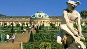 Das Schloss Sanssouci ist die touristische Hauptattraktion der Stadt Potsdam.