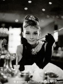 Audrey Hepburn in Breakfast at Tiffany's (picture alliance/United Archives)