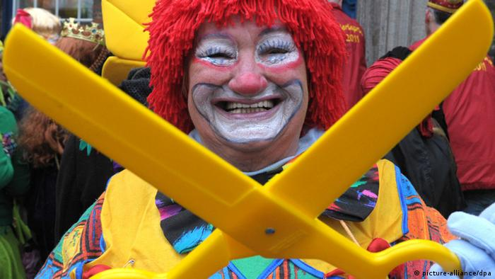 Carnival enthusiast in a clown's costume Photo: Federico Gambarini dpa/lnw