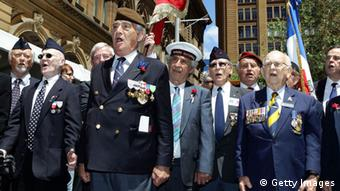 Veterans sing at the Cenotaph, Martin Place (Photo: Craig Golding/Getty Images)