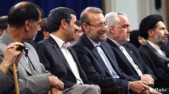 احمدینژاد در کنار علی لاریجانی و محمدرضا رحیمی، دو سیاستمداری که مدارک تحصیلیشان سروصدای زیادی به پا کرد