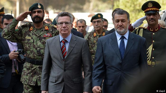 Thomas de Maiziere and his Afghan counterpart, Bismillah Khan
