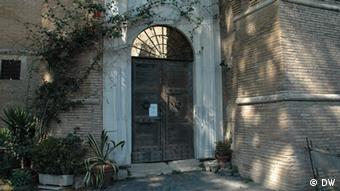 A picture of one of the doors to the castle and museum near Rome (Photo: DW correspondent, Jean di Marino, Italy)