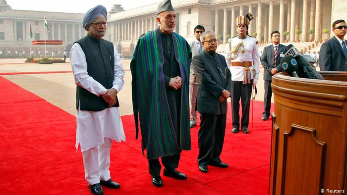 (From L to R) Indian Prime Minister Manmohan Singh, Afghanistan's President Hamid Karzai and Indian President Pranab Mukherjee listen to questions from the media during Karzai's ceremonial reception at the forecourt of India's presidential palace Rashtrapati Bhavan in New Delhi November 12, 2012. Afghanistan is ripe and ready for Indian investments in mining and other sectors, Karzai told business leaders in Mumbai on Saturday at the start of a trip to woo investors for his war-ravaged country. REUTERS/B Mathur (INDIA - Tags: POLITICS)