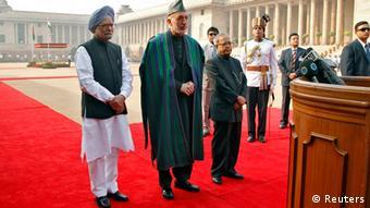 کرزی در جریان کنفرانس خبری مشترک با نخست وزیر هند.