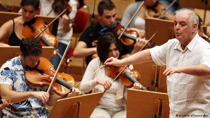 Daniel Barenboim mit dem West-Eastern Divan Orchestra. Copyright: picture/alliance