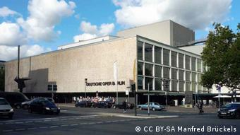 Deutsche Oper opera house in Berlin (CC BY-SA Manfred Brückels)