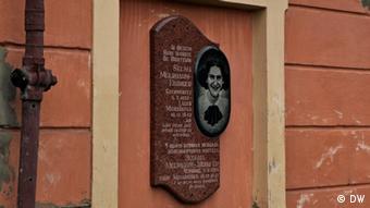 Eine Gedenktafel an ihrem Wohnhaus erinnert an Selma Meerbaum-Eisinger (Foto: DW/Birgit Görtz)