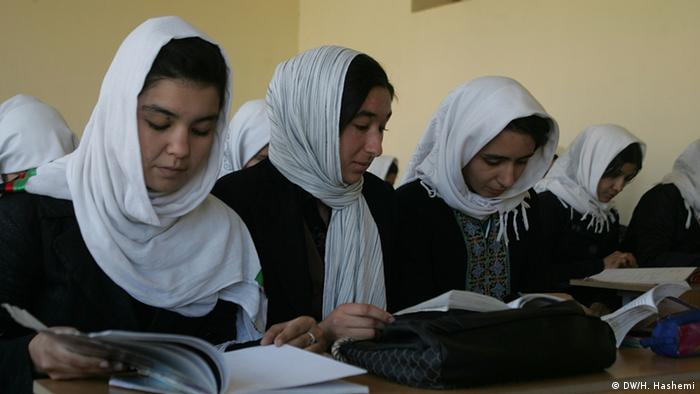 Girls learning in a school in Herat (Photo: DW)
