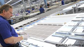 Solarmodul Fabrik Produktion Herstellung Fertigung Solar Energie Solarplatten Alternative Energie Ökostrom Sonne Sonnenenergie