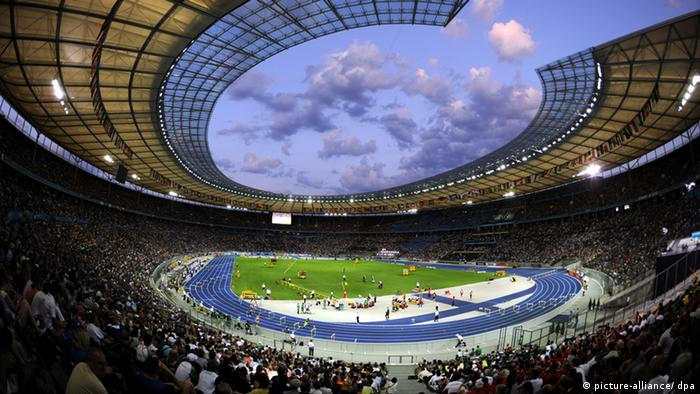 General view of the Olympic Stadium during the 12th IAAF World Championships in Athletics, Berlin, Germany, 16 August 2009. EPA/RAINER JENSEN +++(c) dpa - Report+++