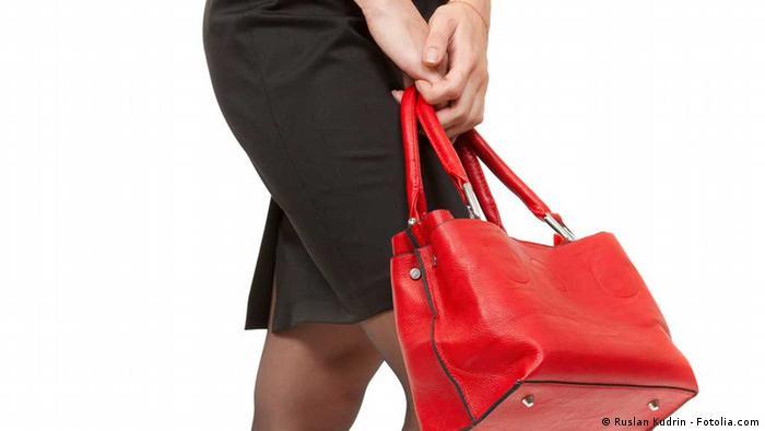 Symbolbild Auf Handtaschen Können Frauen nicht verzichten