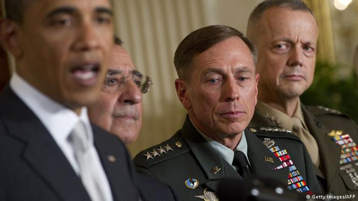 US Präsident Barack Obama (L) mit dem Chef der CIA, David Petraeus (M) und General John Allen (R) (Foto: Getty Images)